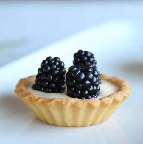 blackberry-tart-candle