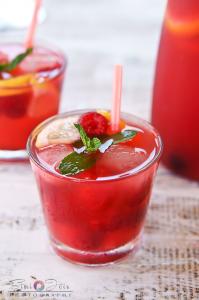 Iced-raspberry-sangria