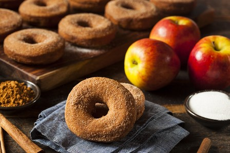 Apple cider donuts candle 1