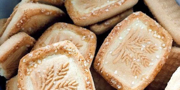 Freshly baked vanilla shortbread cookies sprinkled with sugar