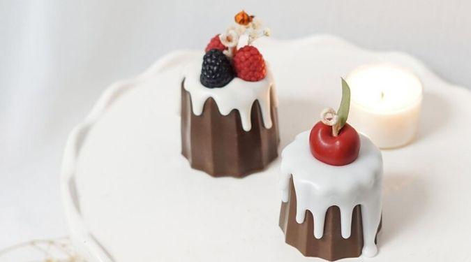 bluewine studio dessert candles on plate